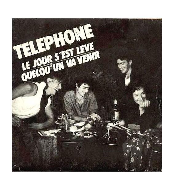 """Téléphone - Le Jour S'est Levé / Quelqu'un Va Venir (7"""") mesvinyles.fr"""